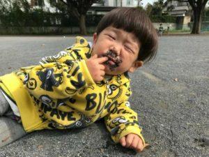 赤ちゃんは、本能で舐めて、免疫力を上げているんじゃないか?